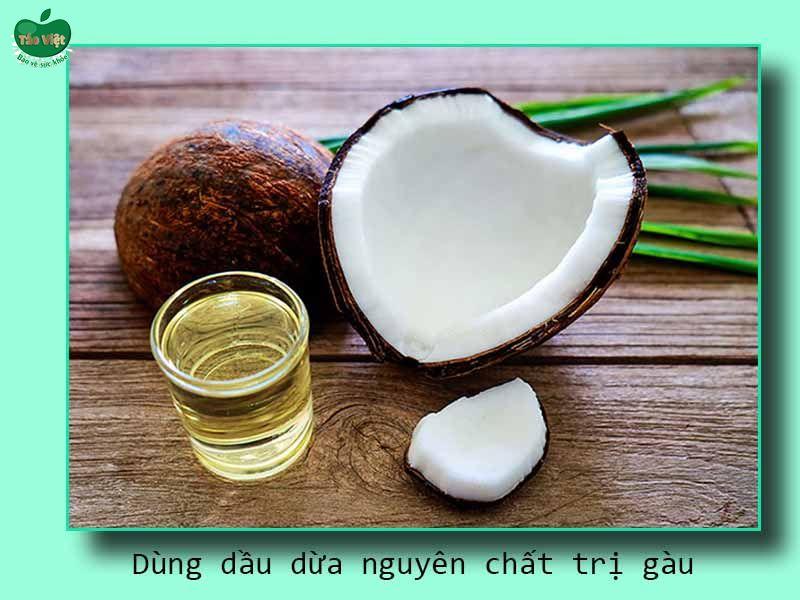 Dùng dầu dừa nguyên chất trị gàu
